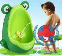 Trẻ đi tiểu nhiều lần trong ngày có nguy hiểm không